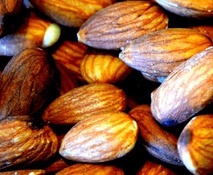 Schokomandeln: Kombination aus Schokolade und Mandeln